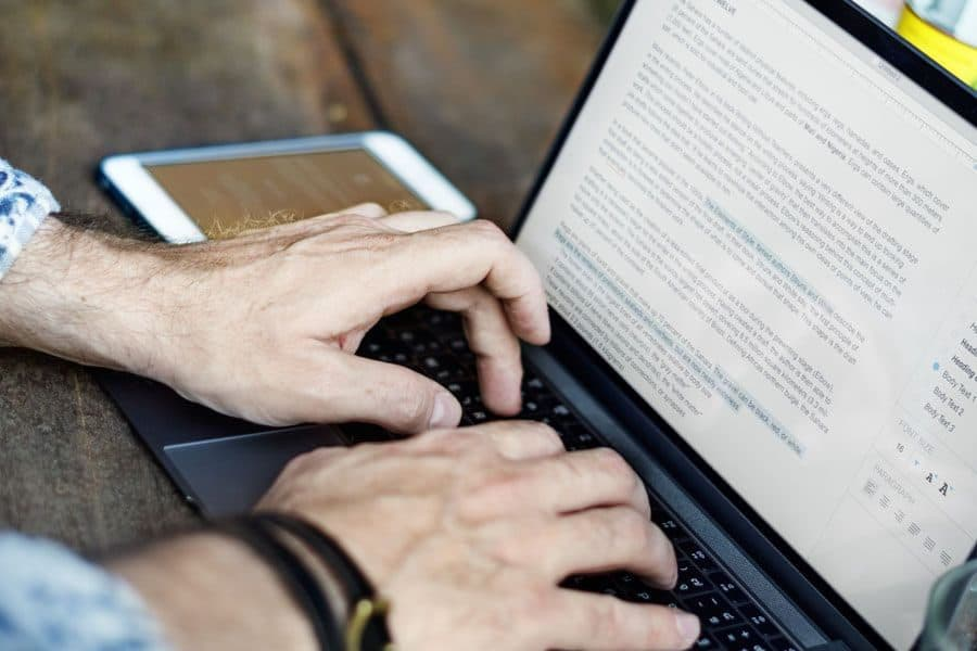 8 Best Grammar Checkers: Grammarly, Ginger, Hemingway, & More